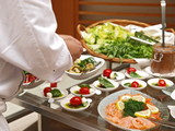 profikoch bereitet vorspeise büffet bankett gastronomie poster
