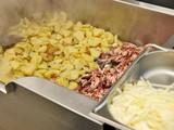 bratkartoffeln mit speck und zwiebeln,bankett gastronomie poster