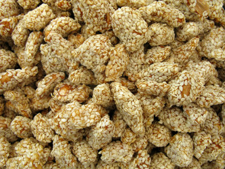 Peanuts with sesame and honey