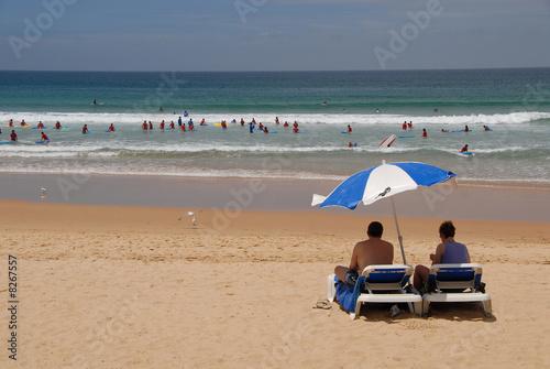 urlaub meer strand surfer liegestuhl sonnenschirm relaxen von fotopro lizenzfreies foto. Black Bedroom Furniture Sets. Home Design Ideas
