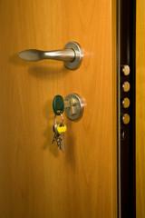 Portoncino blindato con chiavi