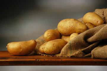 Sacco di patate a buccia gialla