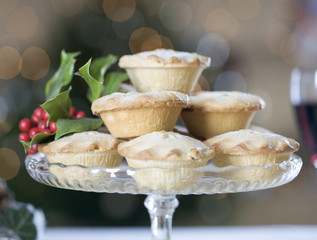 A dish of mince pies