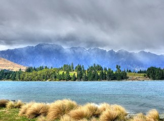 Remarkables in Wolken - HDR