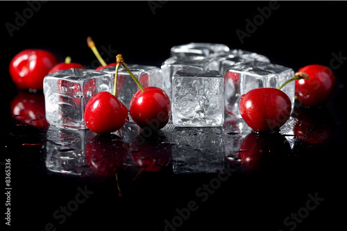 Fresh cherries with ice cubes - 8365336