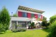 Leinwanddruck Bild - Haus mit Garten