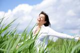 Fototapety Frau im Feld