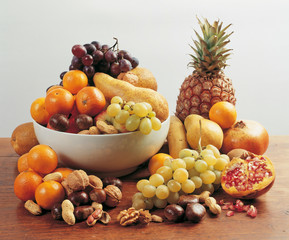 Frutta su piano di legno