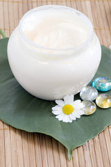Chamomile and face cream - natural body-care