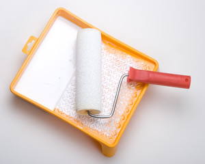 Paint roller and tray