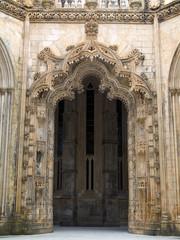 Porte et fronton décoré, Monastère de Batalha, Portugal