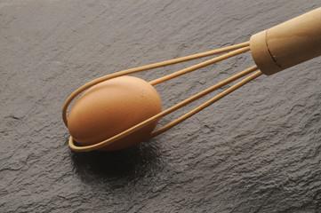 Uovo intero prima d essere sbattuto