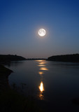 Fototapety moonbeam in river