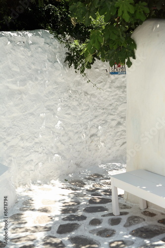 A whitewashed island alleyway