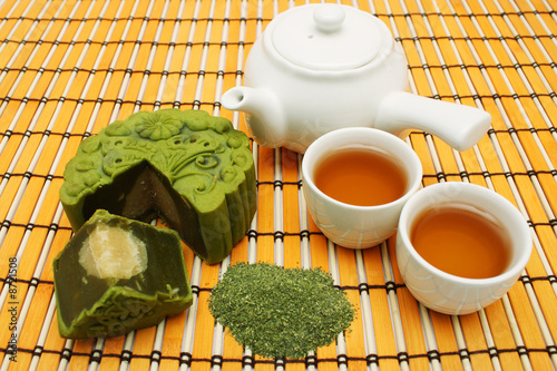 Greentea Mooncake With Teacup And Teapot