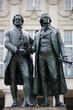 Goethe und Schiller als Denkmal vor dem Nationaltheater.