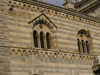 Lateral de la catedral de Como (Italia)