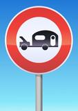 Accès interdit aux véhicules tractant une caravane poster
