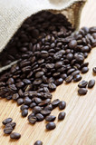 Fototapety Roasted coffee beans in a rustic canvas bag
