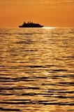Nave passeggeri al tramonto poster