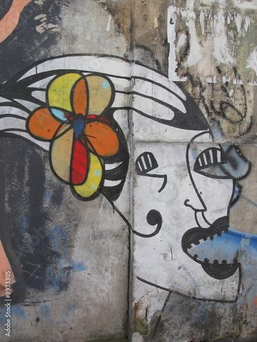 Tête de femme abstraite peinte sur un mur, Rio, Brésil. © Bruno Bernier