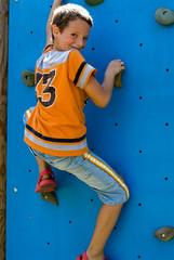 Bambino in arrampicata
