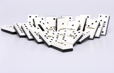 dominos falling over, concept of cause and effect