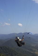 Paragliding über dem Itajai-Tal