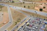 Routes et parking, Brasilia, Brésil. poster