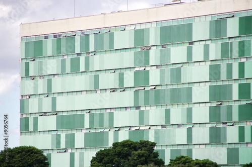 immeuble moderne fa ade verte brasilia br sil photo libre de droits sur la banque d. Black Bedroom Furniture Sets. Home Design Ideas