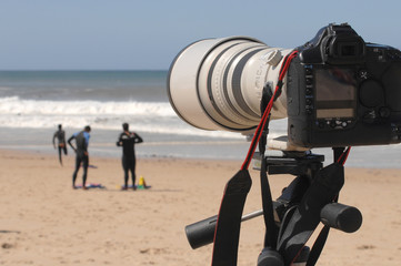 Photograph the surfers