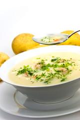 Kartoffel-Krem-Suppe mit Fleischbällchen