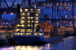 Containerschiff, Nachts im Hafen