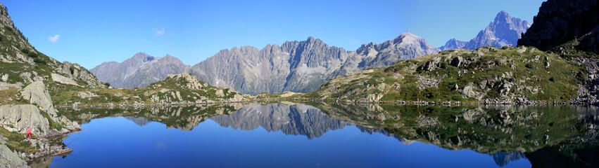 panorama - lac de pétarel- hautes alpes - france