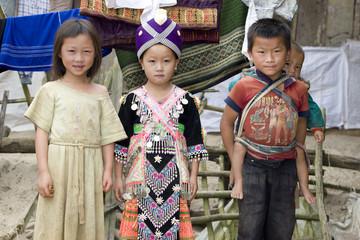 Kinder in Laos