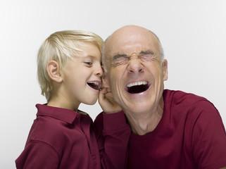 Enkel und Großvater Opa, lachen, Portrait, close-up