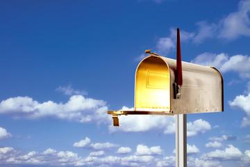 Mailbox, Briefkasten, Wolken