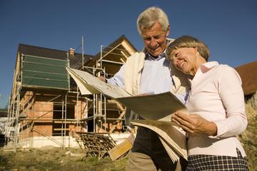 Senioren Paar, Bauplan Haus, lächeln