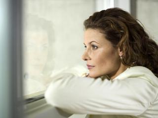 Geschäftsfrau Blick aus dem Fenster