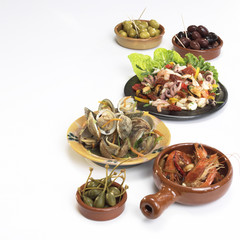 Mediterrane Vorspeisen, Oliven, Kapern und Meeresfrüchte