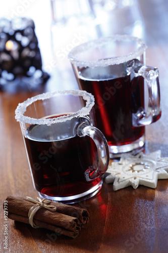 Zwei Gläser Heißgetränk