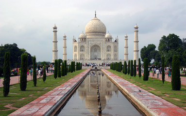 Overview of the jewel of India, Taj Mahal, Agra.