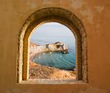 Arkada okienna z widokiem na zatokę - 9324195