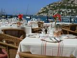Terasse restaurant vue sur la mer poster