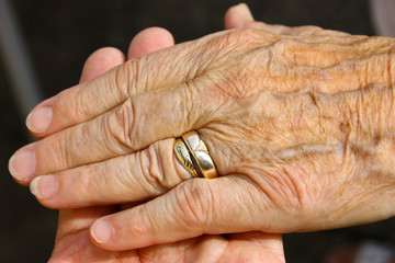 gehaltene hand