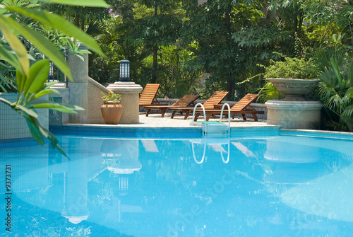 Chaise longue and swimming pool - 9373731
