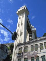Escalier monumental et feu tricolore, Bahia.