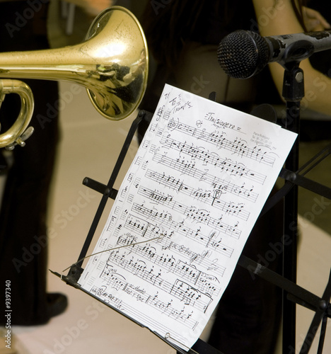 A music score and a musician whit trumpet