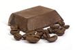 pezzo di cioccolato con chicchi di caffé