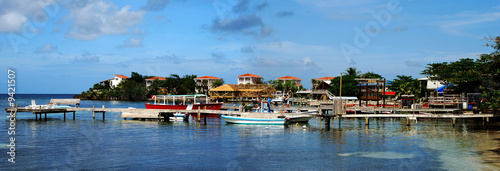 West End village, divers' capital on Roatan island, Honduras. - 9421507